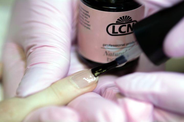Schritt 3 der LCN Natural Nail Boost Anwendung
